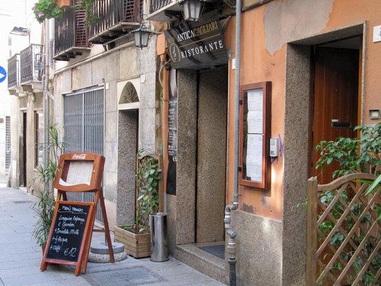 Ristorante Antica Cagliari : Outside on a sunny afternoon.