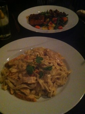 Da Sesto Italiano Ristorante e Vino: salmon(back) & chicken alfredo at DaSesto