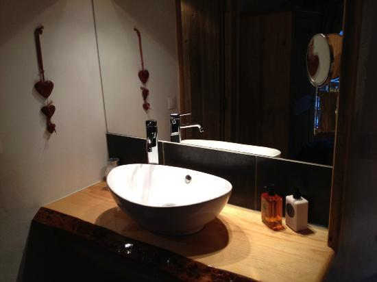 Chalet Le Panoramic: Contemporary wash basin