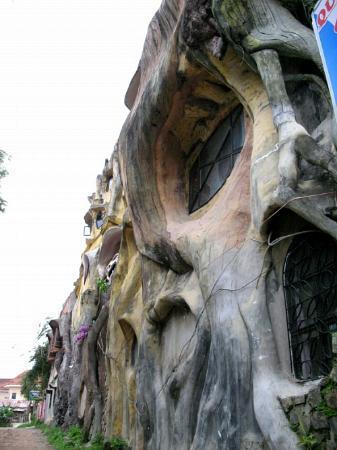 Crazy House: Exterior