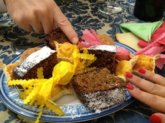 Il Ginepro: Dry cake and sweets