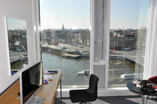 DoubleTree by Hilton Hotel Amsterdam Centraal Station: Вид из окна