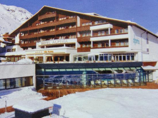 Hotel Alpina Deluxe: HOTEL FACADE