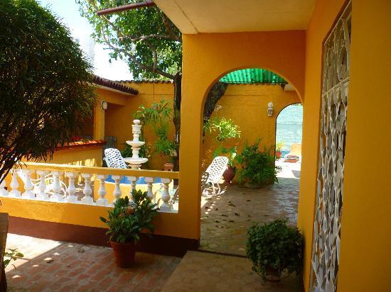 Hostal Dr Lara y Sra Yuda : The first courtyard