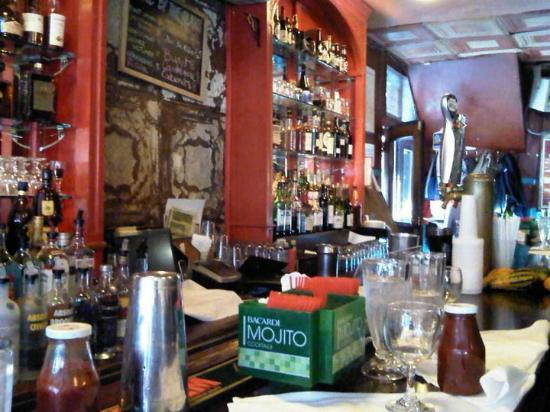 Chez Oskar : Chez Oscar at the bar
