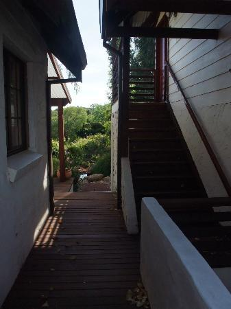 Sienna Lodge: Walkway