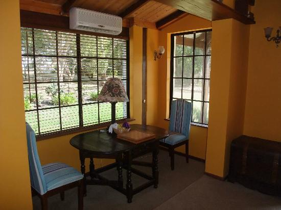 Sienna Lodge: Can read a book here. For guests use