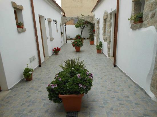 Domus Olbia Inn: l'entrata....