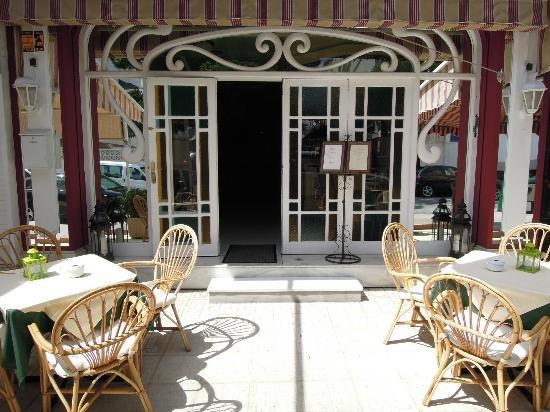 El Sabor: The entrance welcomes you to step in