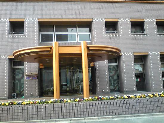 U Community Hotel: ホテル入玄関