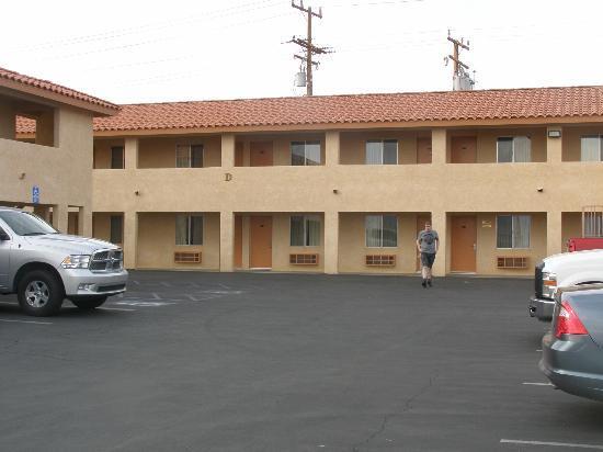Econo Lodge Inn & Suites: Außenbereich