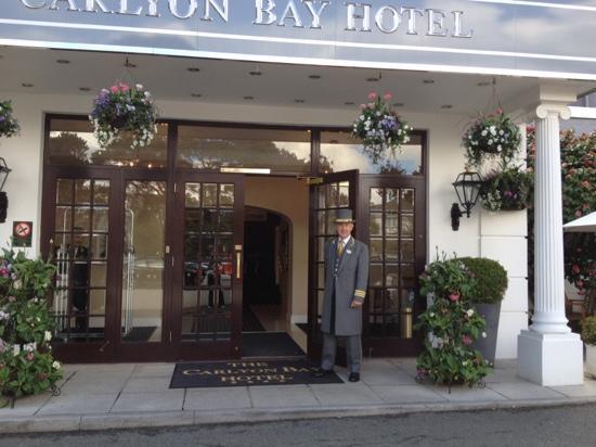 The Carlyon Bay: Doorman