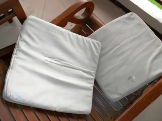 Aloha Resort: ripped, filthy outdoor cushions