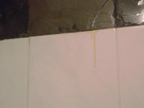 Aloha Resort: dried stains of sealant throughout bathrooms