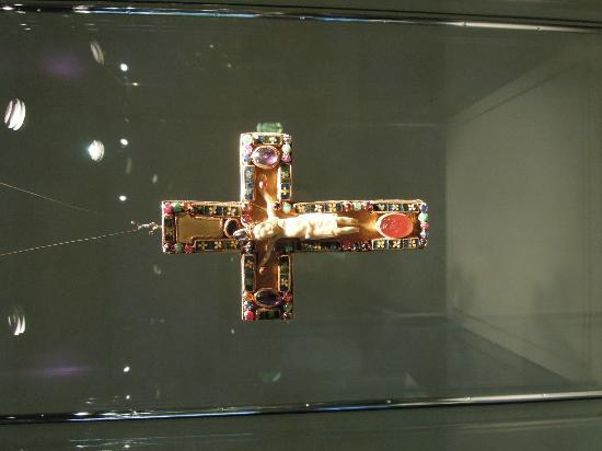 Basilica of St. Servatius: Ivory, gold and jeweled cross