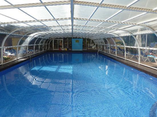 Piscina fotograf a de hotel benidorm plaza benidorm tripadvisor - Hoteles con piscina cubierta en benidorm ...