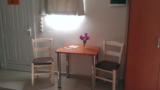 Sunshine Hotel Apartments: table &chairs