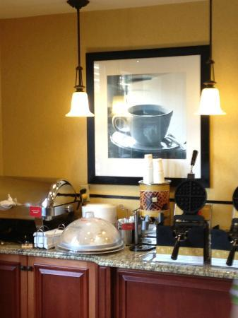 Hampton Inn Savannah -  I-95 North: Waffle maker