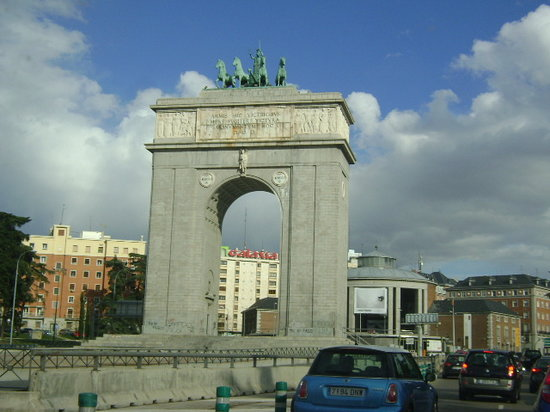 Victory arch arco de la victoria madrid 2018 all you for Ibis paseo del prado