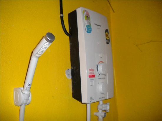 Der Panasonic Warmwasserboiler - Picture of Little Eden Bungalows ...