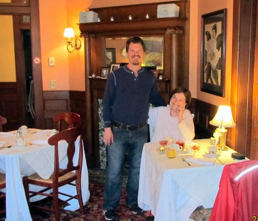 Statesboro Inn: Delicious breakfast with exceptionally attentive inn owner