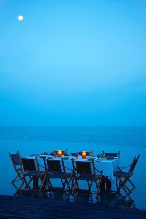 Île privée de Song Saa : Full moon dinner in the pool