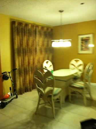 Legacy Vacation Resorts-Palm Coast: dining area