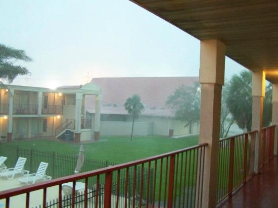 Baton Rouge West Inn: bad storm