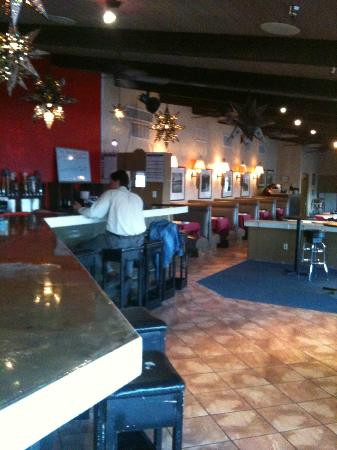 Rio Rancho, New Mexiko: The restaurant seating is adjacent to the bar