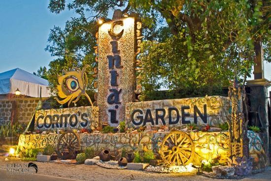 Cintai Corito's Garden: Entrance