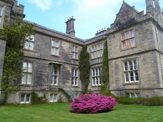 Riverside Hotel Killarney: Muckross House