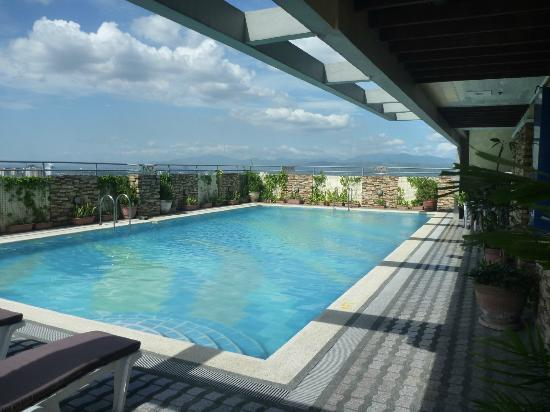 Greenhills Elan Hotel Modern: Roof top pool