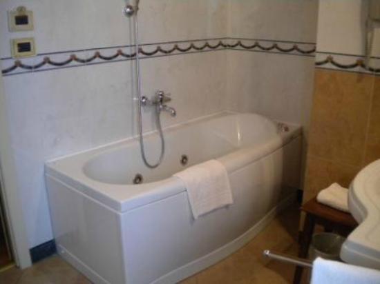 Borgobrufa SPA Resort: Vasca da bagno