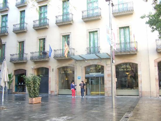 Hotel Sant Agusti: The front of the hotel