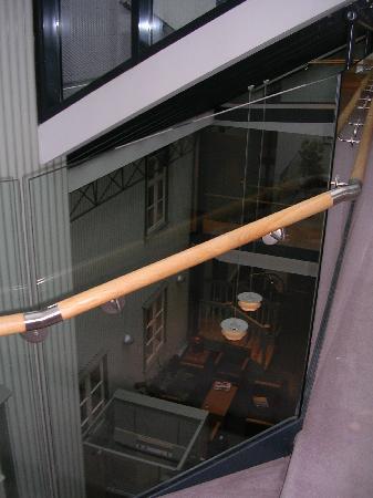 Hotel Reykjavik Centrum: Vista a la recepción desde planta 1
