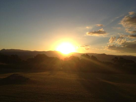 The Bunyip Scenic Rim Resort: Sunset view right outside the room