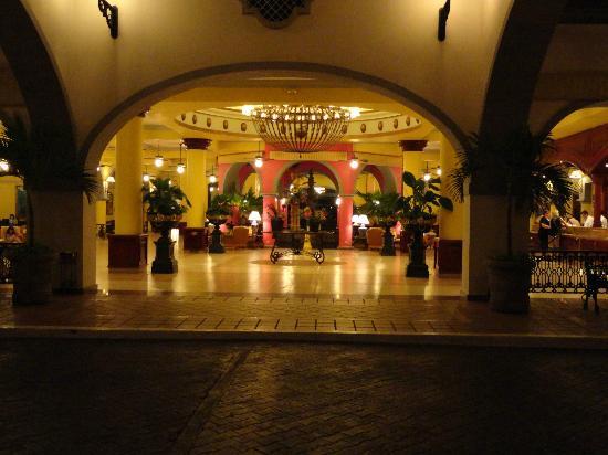 Hotel Riu Vallarta: Lobby-Riu Jalisco