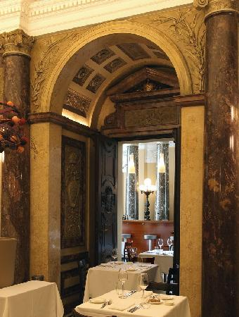 Restaurant Vestibul: Marmorsaal (Detail) des Vestibül