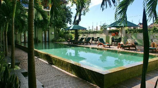 HARRIS Hotel Tuban: Piscine