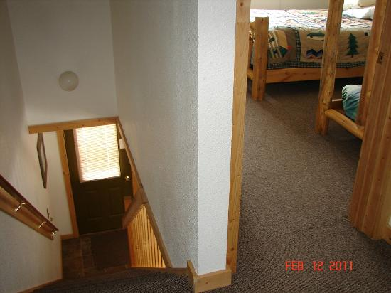 Pine Shadows Motel: STAIRS LEADING UP TO 1 BATH AND 2 BEDROOMS