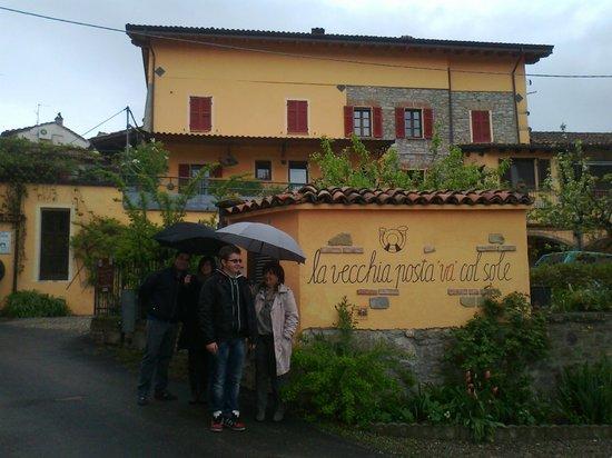 Avolasca, Italie : esterno primaverile con pioggia