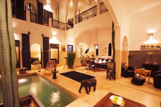 Riad Dar Massai: Le patio et le bassin piscine