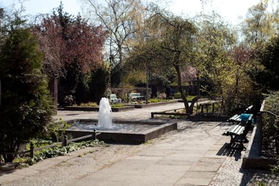 Hotel-Pension Bregenz: olivaer platz - a small park and square area down the street from the pension