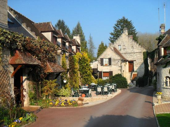 Chelles France  city photos gallery : ... hotel grounds. Photo de Le Relais Brunehaut, Chelles TripAdvisor