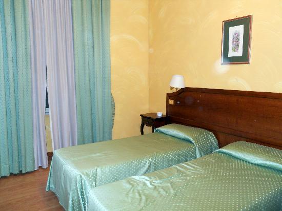 Hotel Fiori : Habitación