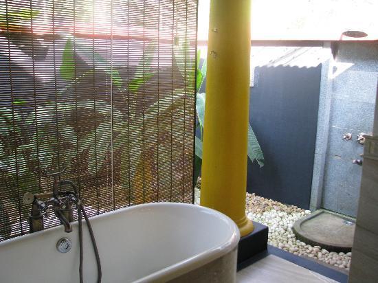 Vivanta by Taj - Kumarakom: Bath Area in Premium Temptation Villa