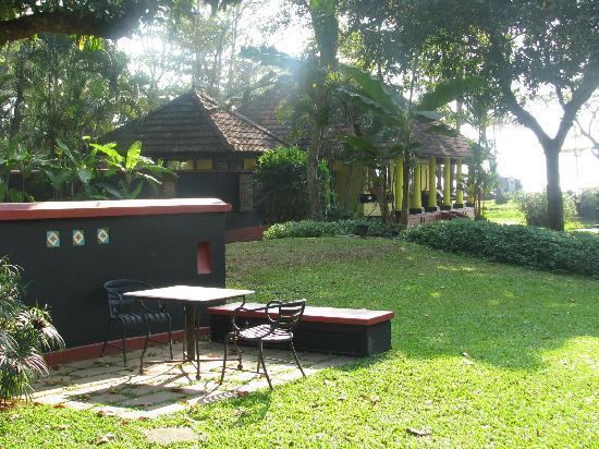 Vivanta by Taj - Kumarakom: Sit-out in Premium Temptation Villa