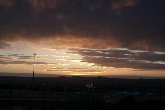 Crowne Plaza Albuquerque: Beautiful sunset - view from balcony