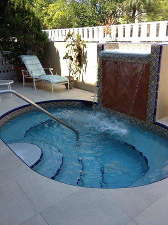 Pier House Resort & Spa : Spa hot tub.
