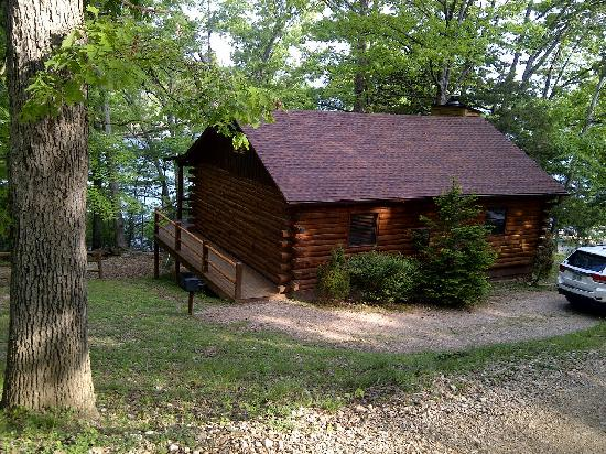 Lake Shore Cabins on Beaver Lake: Cabin #1 right on the lake